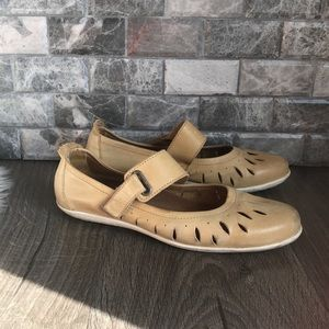 Taos beige leather Mary Jane perforated flats